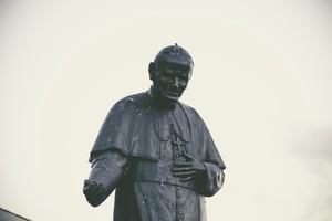 ZeBible remise en mains propres au pape Benoît XVI
