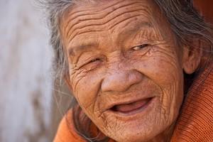 En Chine, une femme reçoit sa toute première Bible – à 96 ans !