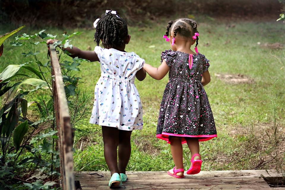 Résultats de recherche d'images pour «Si nous nous aimons les uns les autres, Dieu demeure en nous»
